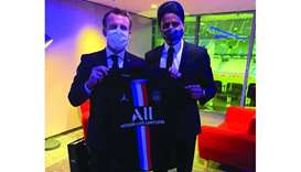 Al-Khelaifi presents PSG jersey to Macron
