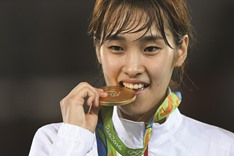 South Korean Kim, Chinese Zhao win gold