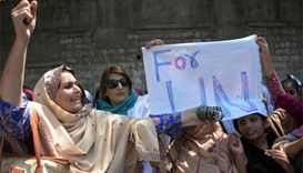 Kashmiri women offer bangles to UN chief over inaction