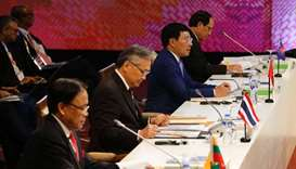 Vietnam challenges China at security talks