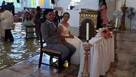 Philippine bride wins hearts after defying storm