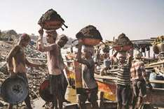 Indian miners drowning for sand despite crackdown