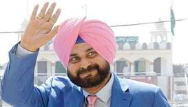 India's Sidhu shrugs off attacks for hugging Pakistan army chief