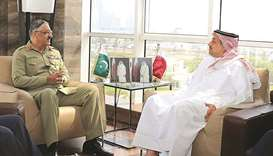 Defence minister meets Pakistan's senior military official