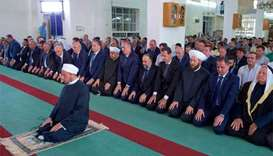 Assad makes rare appearance for Eid prayers