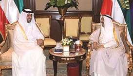 Kuwaiti Amir receives papers of envoy