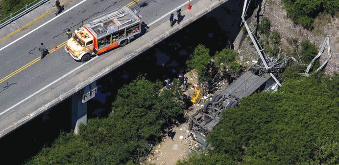 An aerial view of the overturned bus in the province of Salta.