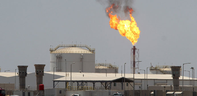US oil falls below $40 for first time since 2009 as glut grows