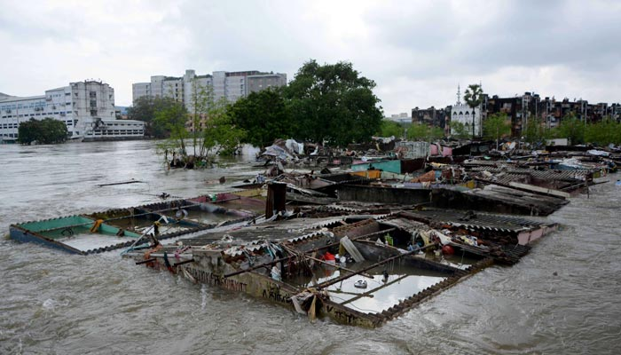 Rain disaster turns Chennai into sea of water