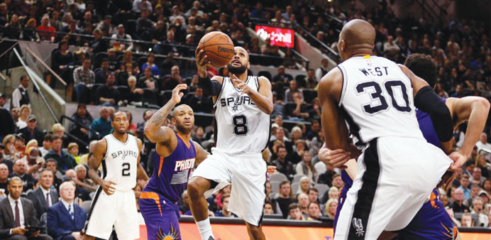 Action from San Antonio Spurs and Phoenix Suns match.