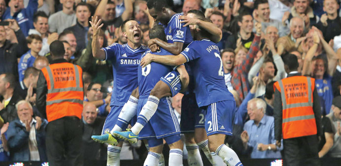 Chelsea go top as Liverpool flop