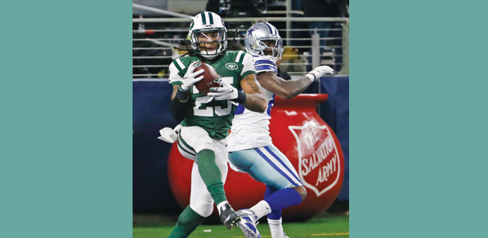 Jets win ugly over Cowboys to boost playoff hopes