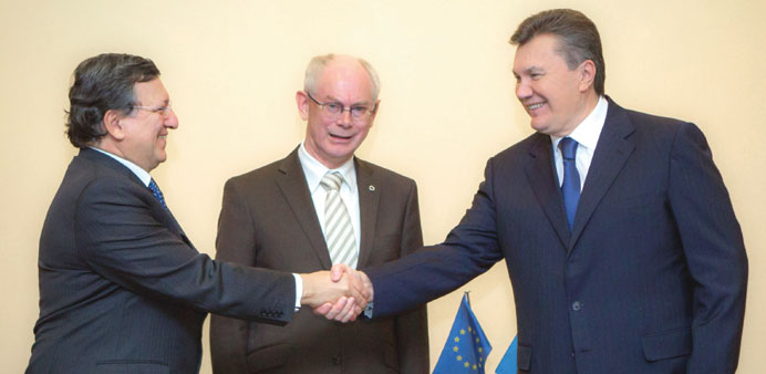 Yanukovych with European Commission President Jose Manuel Barroso (left) and European Council Presid
