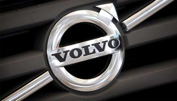Logo of Volvo on the front grill of a Volvo vehicle