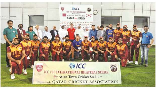 Qatar team with QCA president Yousuf Jeham al-Kuwari and other officials.