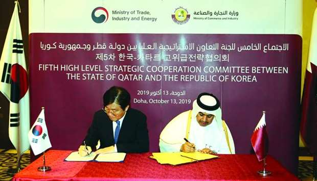 HE the Minister of Commerce and Industry Ali bin Ahmed al-Kuwari and South Korea's Minister of Trade