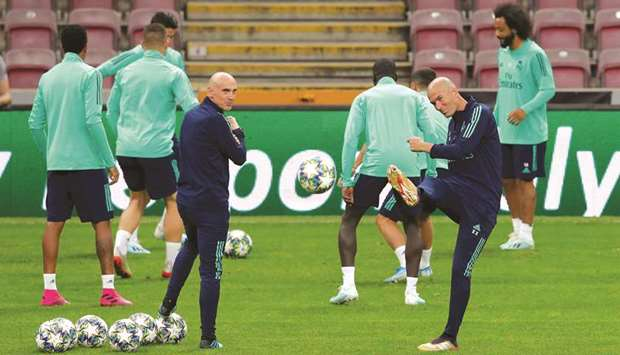 Real Madrid coach Zinedine Zidane and assistant coach David Bettoni during a training  session yeste