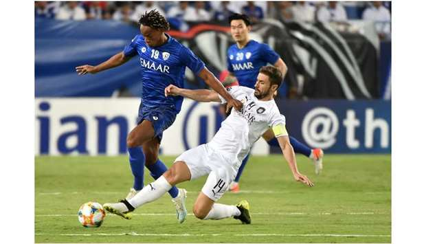 Hilal's midfielder Andre  Carrillo (L) fights for the ball with Al Sadd's midfielder Gabi during th