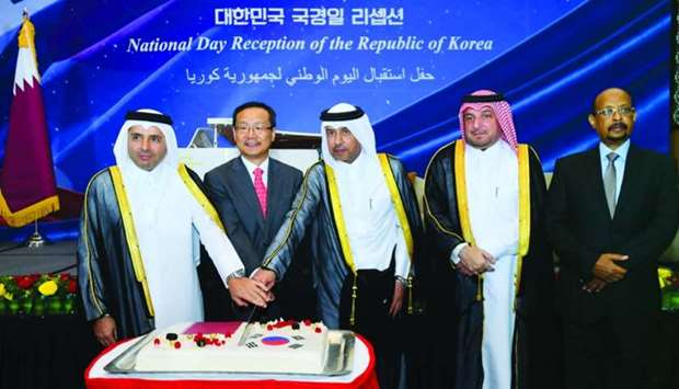 Cutting a cake - Korea National Day