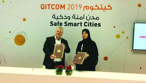 MoTC's engineer Nora Yousef al-Abdulla and TUViT's Frank Beuting at the signing ceremony