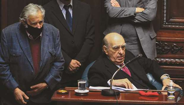 Former presidents Sanguinetti (right) and Mujica attend their last session as senators yesterday at
