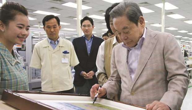 Samsung group chairman Lee Kun-hee visits a business site in Vietnam on October 14, 2012. Lee, who w