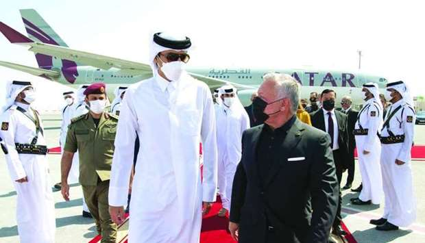 HH the Amir Leads Well-wishers to See Off the King of Jordan