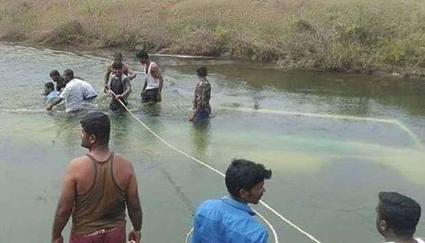 28 drown in India bus crash