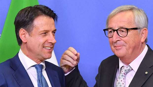 EU Commission President Jean-Claude Juncker (R) with Italy's Prime Minister Giuseppe Conte