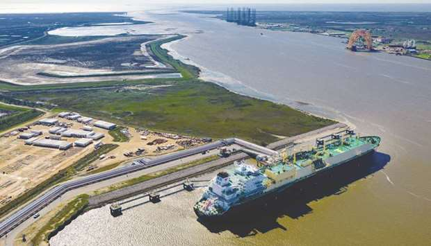 Booming LNG industry weighs up headwinds from oil to renewables