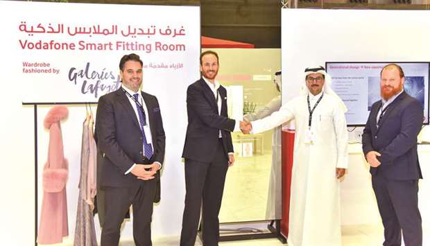 Mahday al-Hebabi and Gonzalo Mart?n shake hands in front of the digital fitting room.