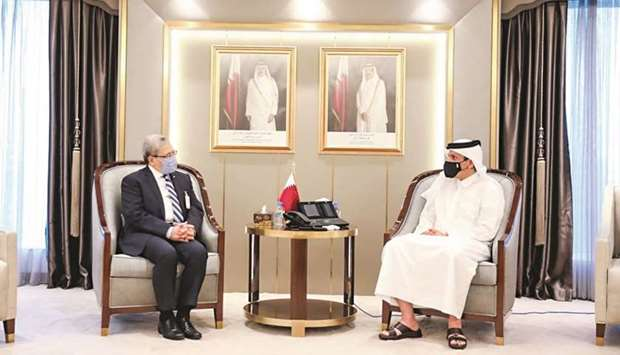During the meeting, they reviewed bilateral relations and issues of common concern.