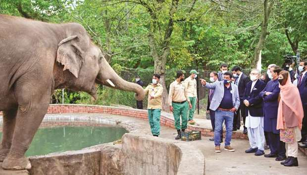 FAREWELL: President Arif Alvi along with Climate Change Minister Zartaj Gul at the Islamabad Zoo.