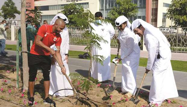 he Public Parks Department director Muhammad Ali al-Khoury, senior officials from the Gardens Depart