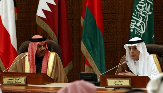 Saudi Arabia's Foreign Minister Adel al-Jubeir (R) and Secretary-General of the Gulf Cooperation Cou