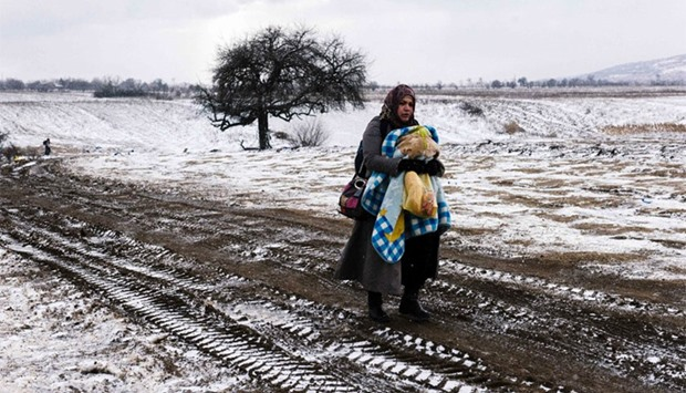 Migrant women with child