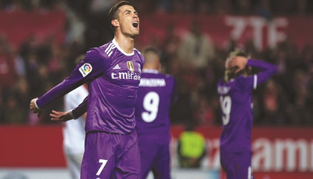 Real's Zidane leans on squad to bounce back from rare defeat