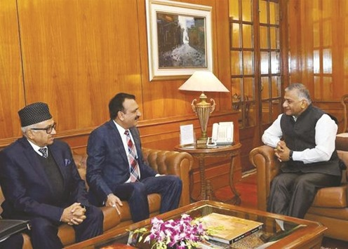 Mahat raises currency issue with India