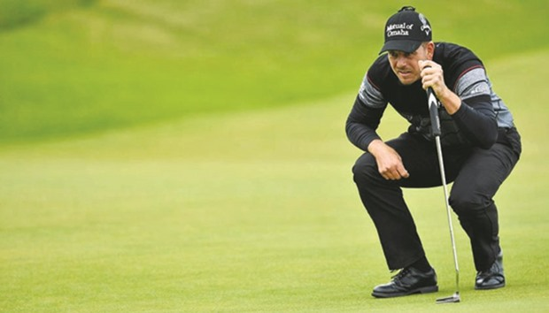 McIlroy forced out with rib injury