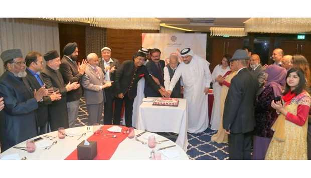 Gulf Times Editor-in-Chief Faisal Abdulhameed al-Mudahka (centre) seen with the Qatar Urdu Radio sta