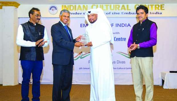 Qatar-based singer Ahmed Abdulrahim receiving a plaque of appreciation