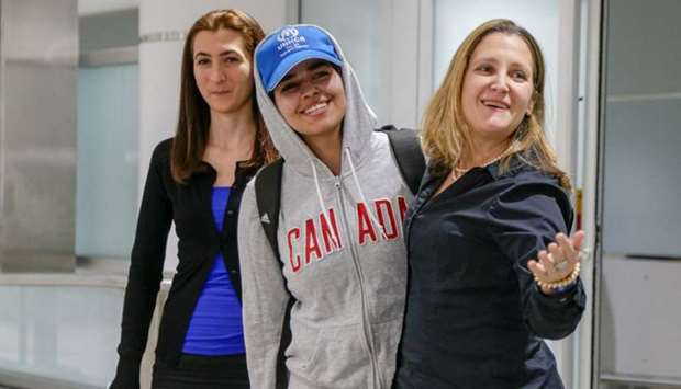 Rahaf Mohammed al-Qunun (C) accompanied by Canadian Minister of Foreign Affairs Chrystia Freeland (R