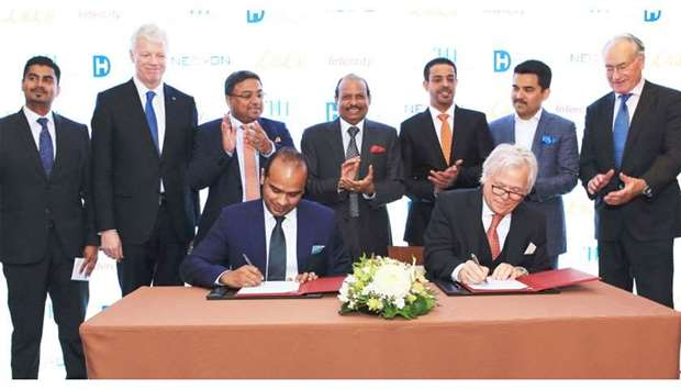 Ahamed signs the agreement with van Liempt to develop the IntercityHotel Zurich Airport, in the pres