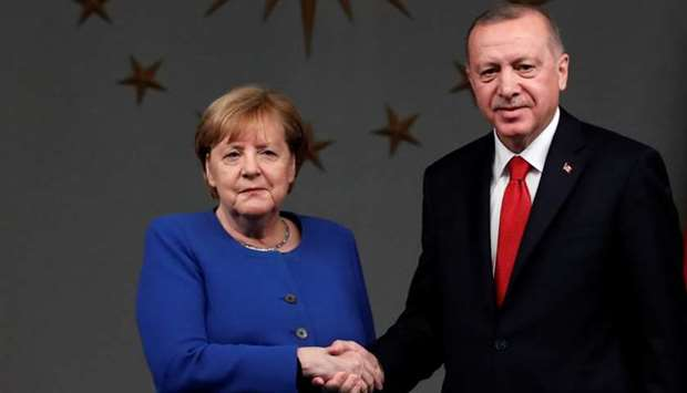 Turkish President Tayyip Erdogan and German Chancellor Angela Merkel shake hands after a joint news
