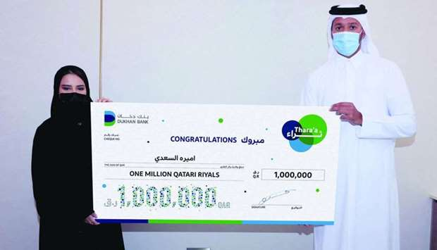 Ameera al-Saadi receiving the ceremonial cheque worth QR1mn after winning the grand prize of Thara'a