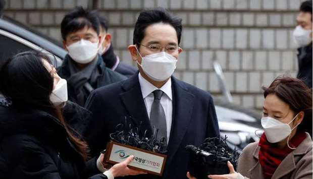 Samsung Group heir Jay Y. Lee arrives at a court in Seoul, South Korea