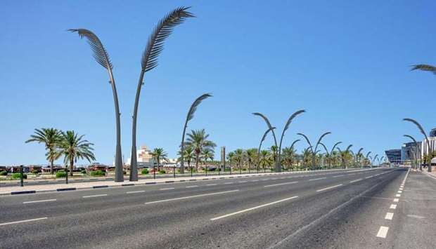 Ashghal signs two contracts with local suppliers for 2600 decorative light poles for Doha Corniche and Central Doha