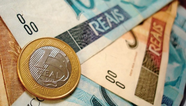 Borrowing dollars at the end of 2014 and buying reais, a practice known as the carry trade, left inv