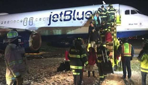 US JetBlue flight went off taxiway after landing in Boston