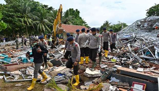 Indonesian policemen search for victims at the Villa Stephanie accomodation in Carita, Banten provin